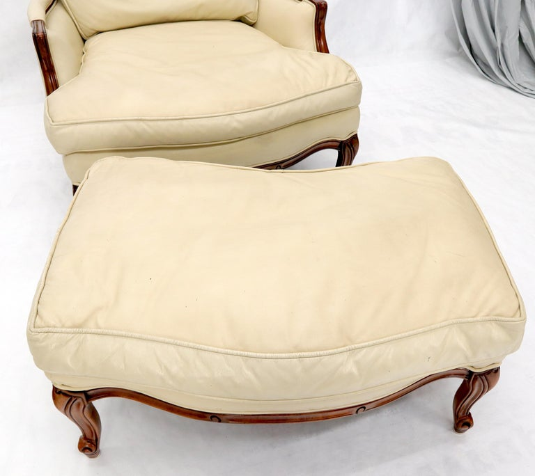Cream Leather Chaise 2-Part Chaise Lounge Chair and Ottoman In Good Condition For Sale In Rockaway, NJ