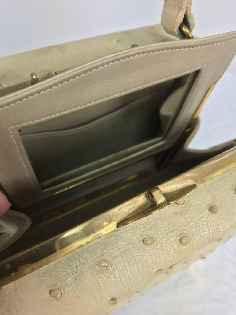 Cream ostrich leather frame gold hardware handbag, 1960s For Sale 1