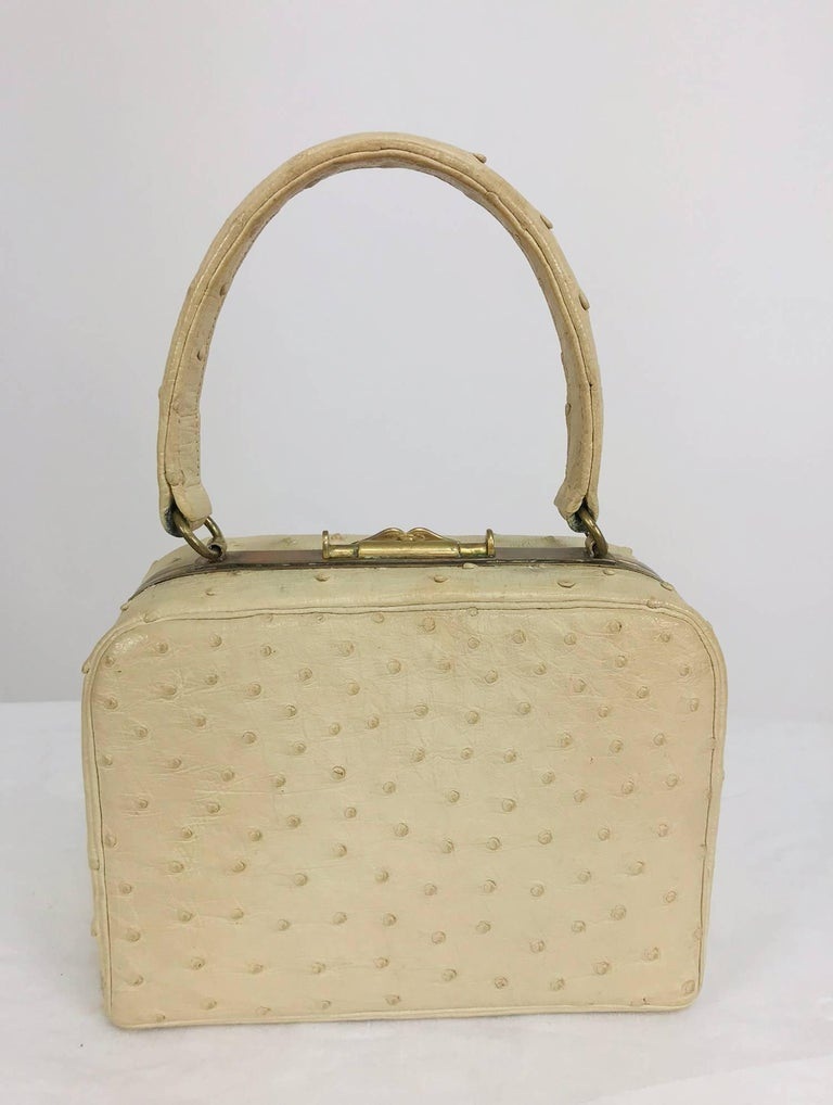 Cream ostrich leather frame gold hardware handbag, 1960s For Sale 3
