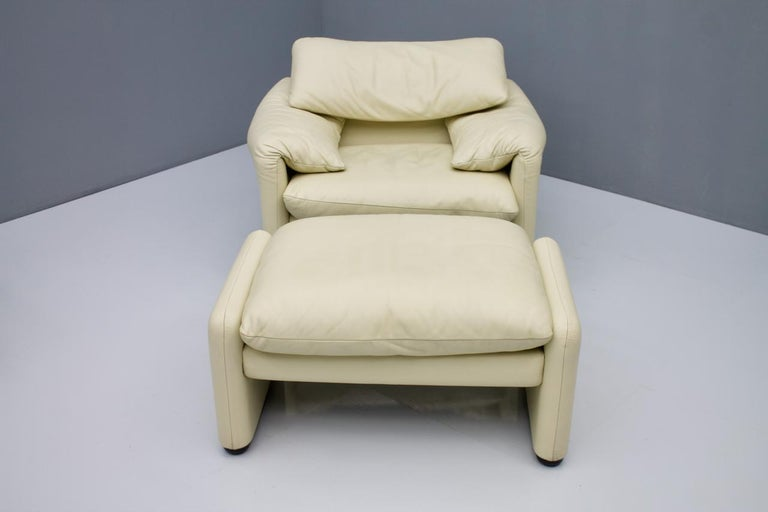 Mid-Century Modern Cream White Leather Lounge Chair Maralunga by Vico Magistretti for Cassina, 1973