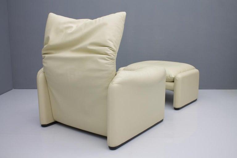 Italian Cream White Leather Lounge Chair Maralunga by Vico Magistretti for Cassina, 1973