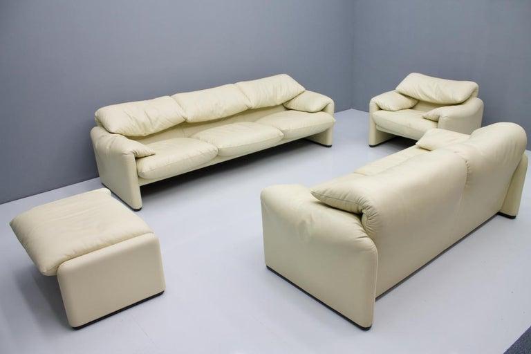 Cream White Leather Lounge Chair Maralunga by Vico Magistretti for Cassina, 1973 In Good Condition In Frankfurt / Dreieich, DE