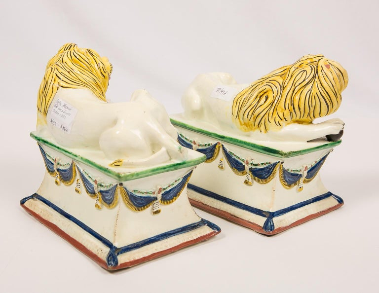 Antique French Creamware Lions 18th Century For Sale 5