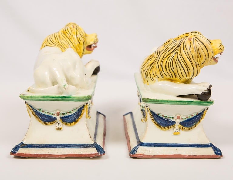 Antique French Creamware Lions 18th Century For Sale 6