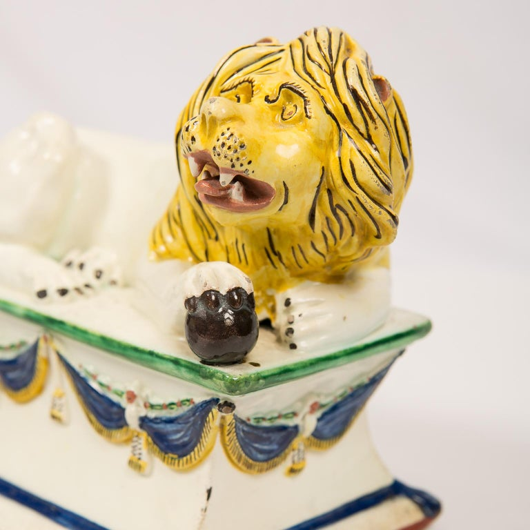 Antique French Creamware Lions 18th Century For Sale 10
