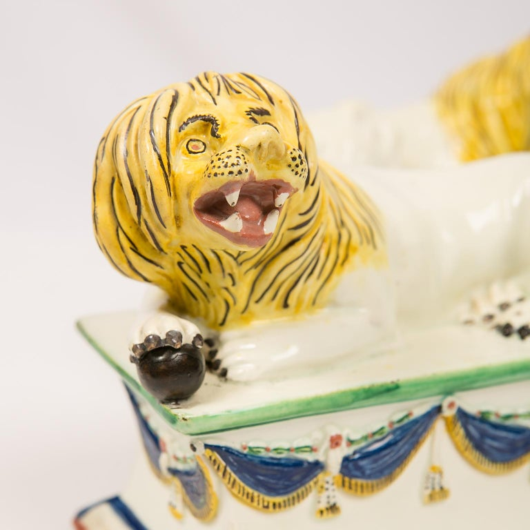 Neoclassical Antique French Creamware Lions 18th Century For Sale