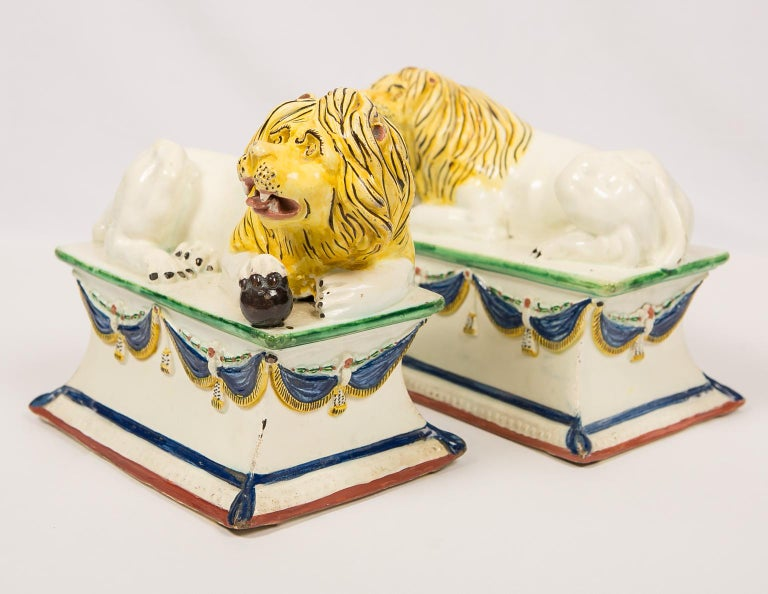 Antique French Creamware Lions 18th Century In Excellent Condition For Sale In New York, NY