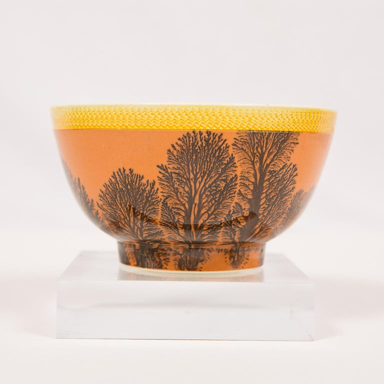 Creamware Mochaware Bowl Decorated with Trees circa 1800 For Sale 4