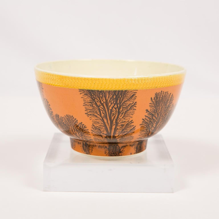 English Creamware Mochaware Bowl Decorated with Trees circa 1800 For Sale