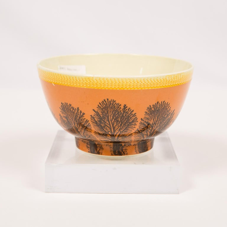 Creamware Mochaware Bowl Decorated with Trees circa 1800 For Sale 3