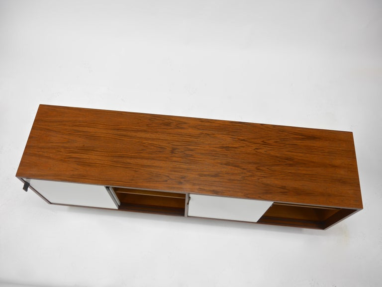 Credenza in Walnut and White Lacquer by Florence Knoll For Sale 1