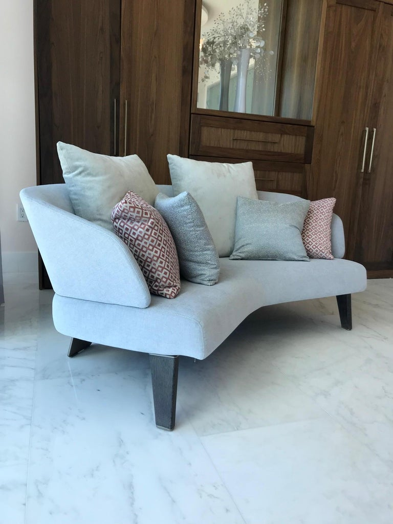 Creed Curved Loveseat Designed by Minotti, Italy In Excellent Condition For Sale In Miami, FL