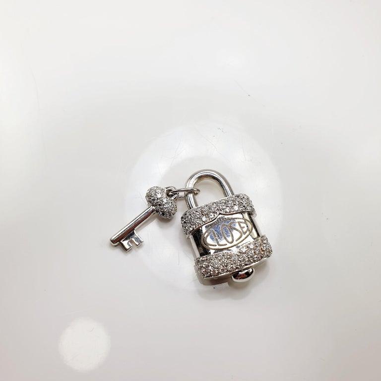 Contemporary Crivelli Charm Link Lock Pendant or Closure 18 Karat Gold Diamonds Open Close For Sale