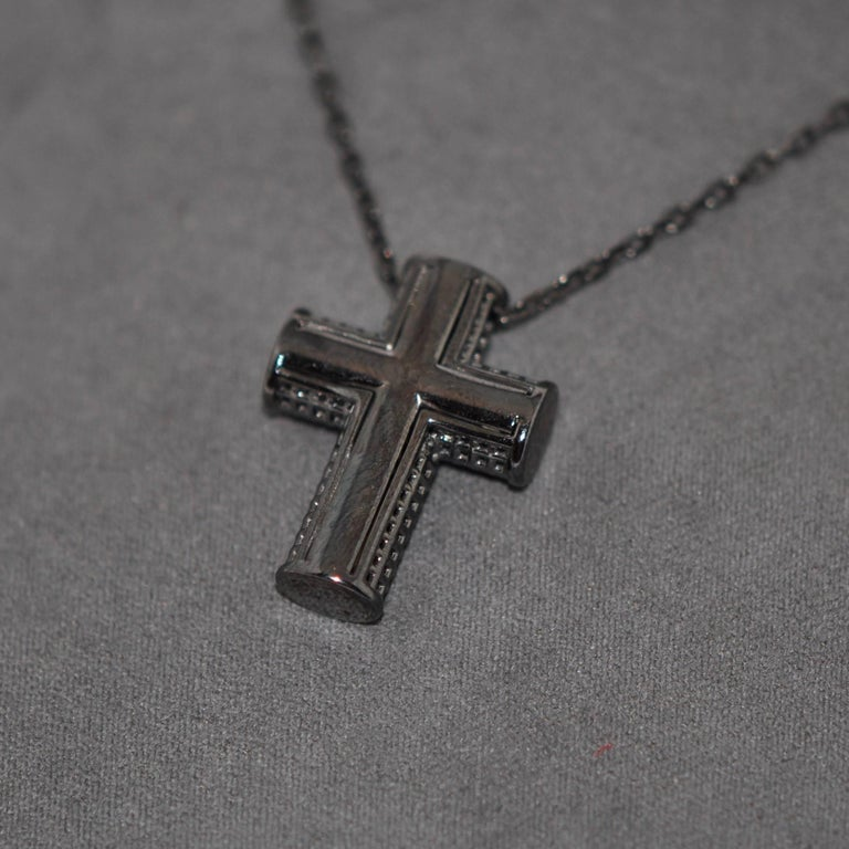 Cross White Gold Rhodium Black and White Diamonds Pendant Necklace In New Condition For Sale In Vannes, FR
