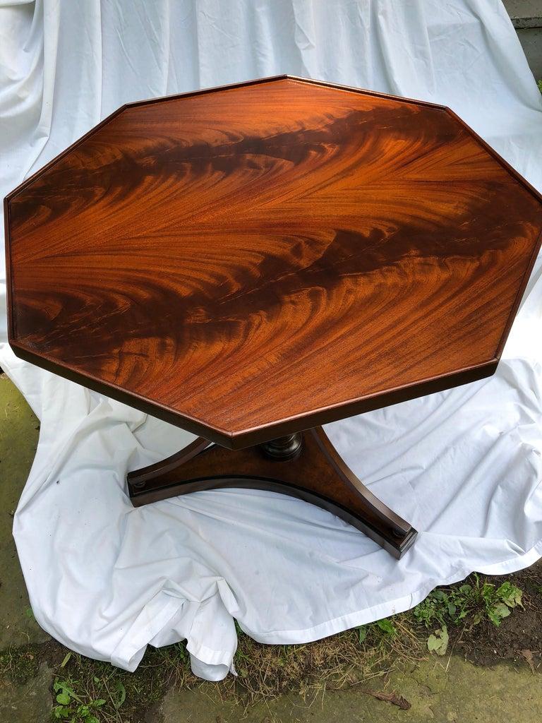 Crotch Mahogany Sheraton-Style Octagonal Table For Sale 3