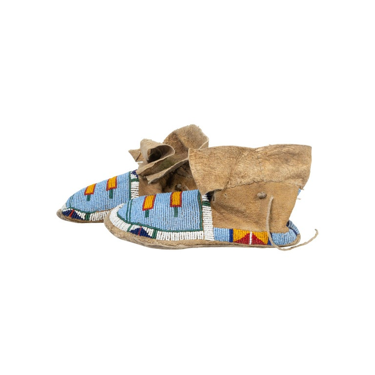 Crow Youth Beaded Moccasins In Good Condition In Coeur d'Alene, ID
