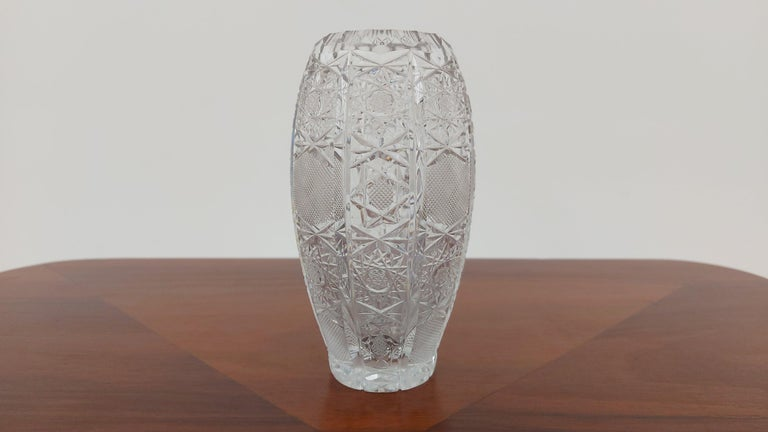 A small vase made of crystal. The vase was produced in Poland in the 1960s and 1970s.  Vase in very good condition  Height 15 cm / diameter 9 cm.