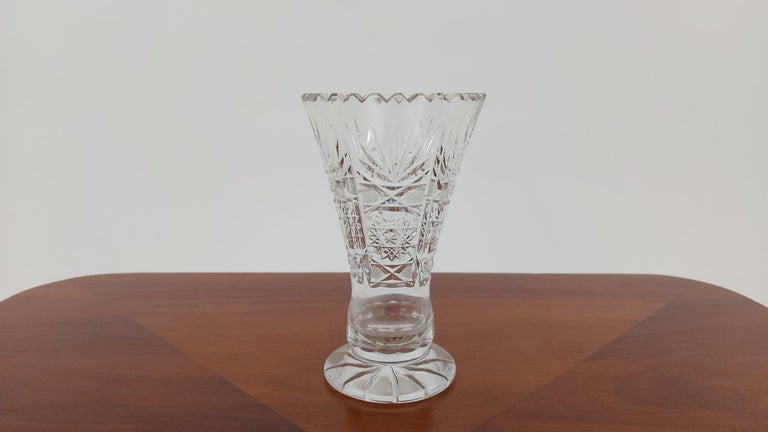 A small vase made of crystal. The vase was produced in Poland in the 1960s and 1970s.  Vase slightly damaged - visible in the last photo  Height 15 cm / diameter 9 cm.