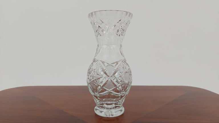 A small vase made of crystal. The vase was produced in Poland in the 1960s and 1970s.  Vase in very good condition  Height 17cm / diameter 8cm.