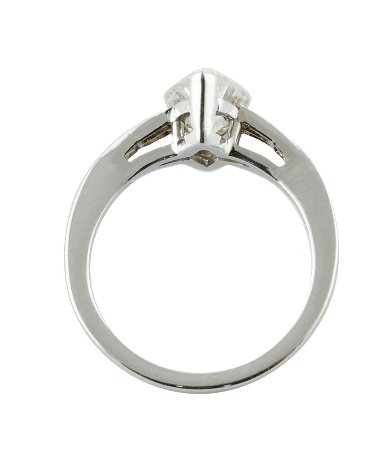 ct 2,20 Diamond White Gold Solitaire Ring For Sale 1