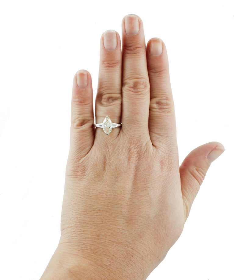 ct 2,20 Diamond White Gold Solitaire Ring For Sale 3