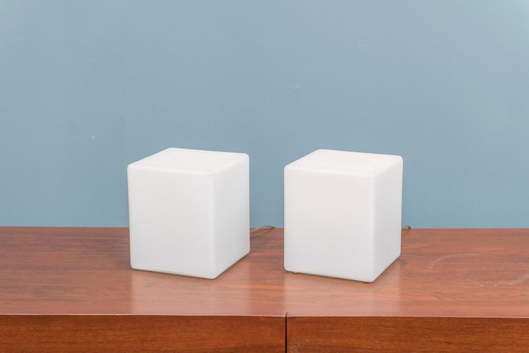 Mid-Century Modern Cube Form Table Lamps by Laurel For Sale