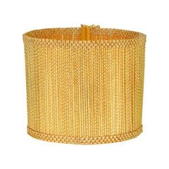 Cuff Bracelet crafted in 18K Yellow Gold