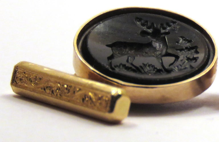 Pair of 1960s cufflinks set with engraved Elk in black crystal in 18 karat light rose gold. The diameter of the black crystal is 18 mm / 0,708 inches.  Handcrafted in taly. They are marked with the Italian Gold Mark 750. Both black crystals have