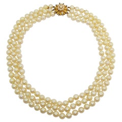 Cultivated 3-Strand Necklace with 18 Karat Gold and Turquoise Broche