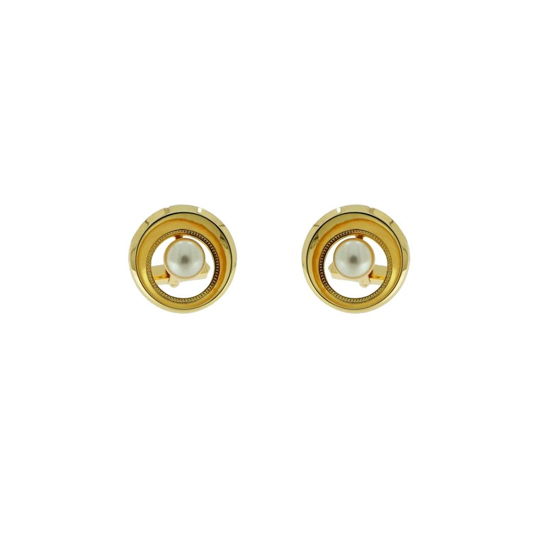 Cultured Akoya Pearl Yellow Gold Cufflinks In Excellent Condition For Sale In Greenwich, CT