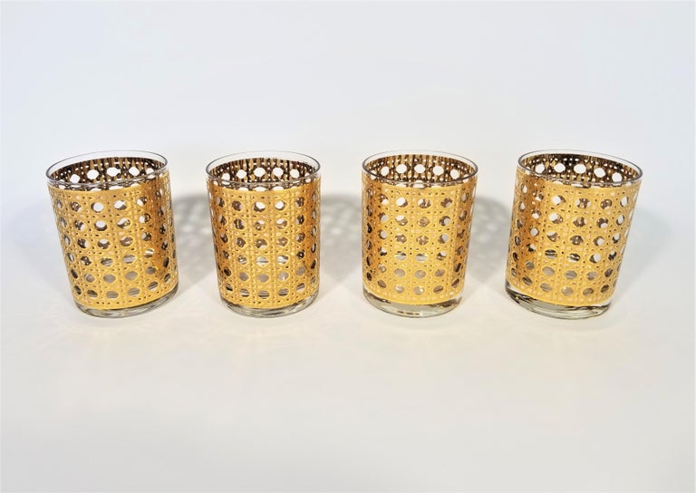 Midcentury 1960s-1970s set of 8 Culver glasses in their Canella design. Designed to resemble the pattern of cane or caning. Gold is 22-karat. Beautiful addition to any bar or table. Excellent condition.