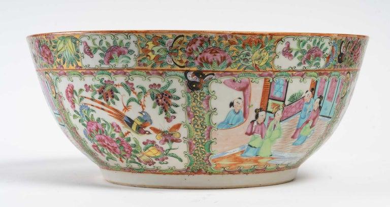 Cup, pink family, 19th century. Measures: D 35 cm, H 15 cm.