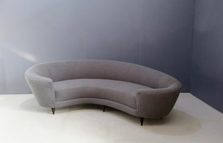 Curva sofa by Federico Munari in grey bouclè fabric, 1950s. The sofa has original springs and structure. The sofa is lined with grey bouclè fabric. The sofa is called Curva because of its curved shape. Its feet are made of wood with conical shape.