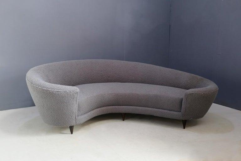 Italian Curva Sofa by Federico Munari in Grey Bouclè Fabric, 1950s For Sale