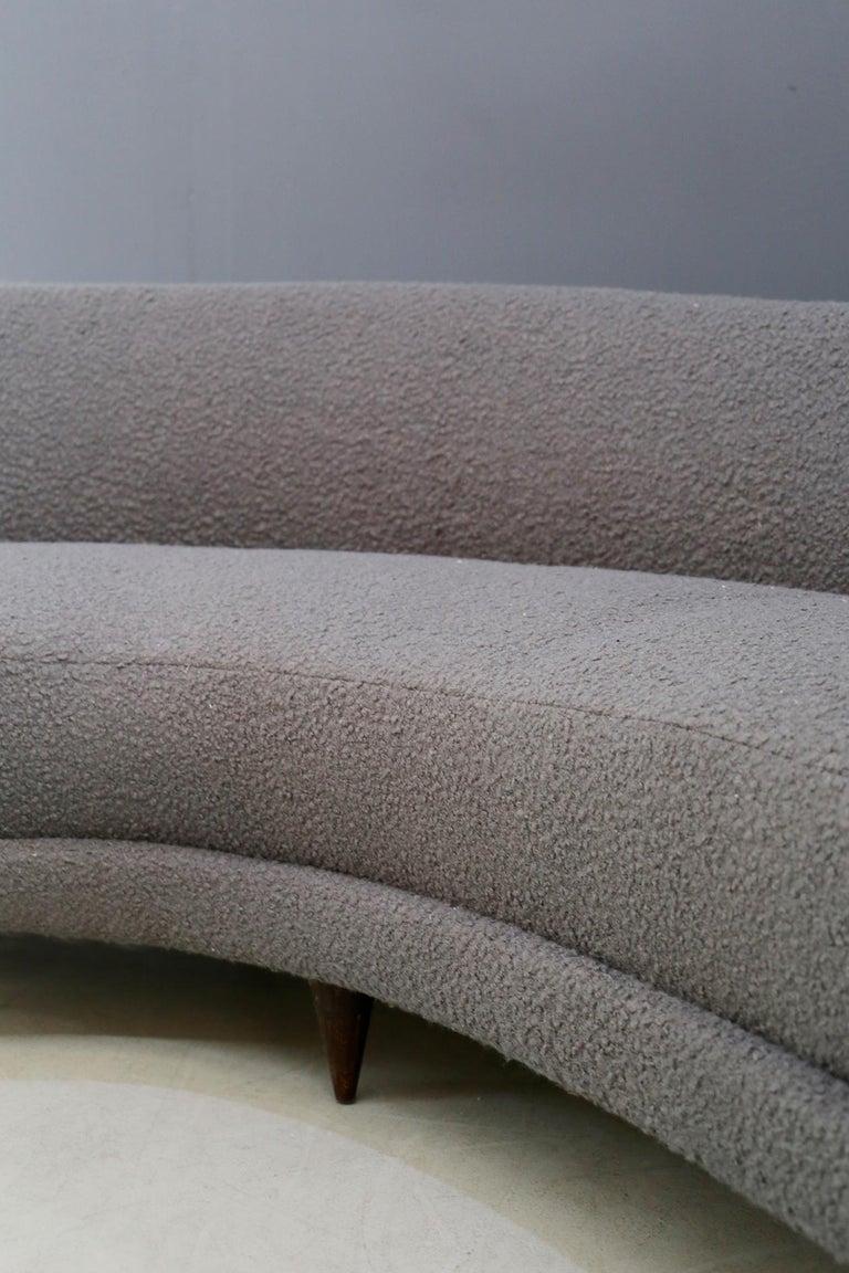 Mid-20th Century Curva Sofa by Federico Munari in Grey Bouclè Fabric, 1950s For Sale