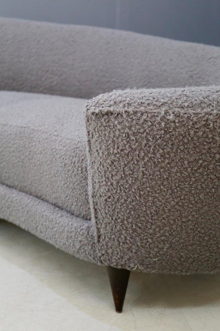 Curva Sofa by Federico Munari in Grey Bouclè Fabric, 1950s For Sale 1