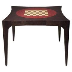 Geschwungener zeitgenössischer Kartentisch mit Schachbrett-Intarsien von Luísa Peixoto