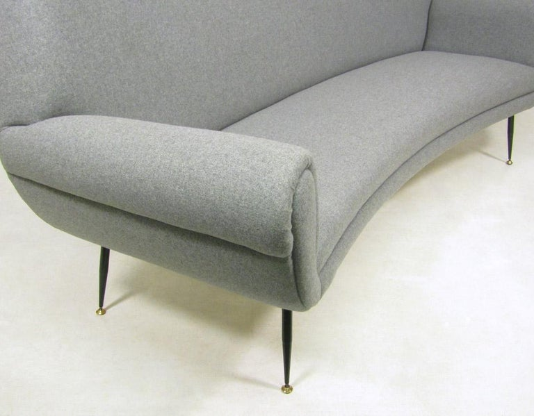 Curved 1950s Italian Sofa by Gigi Radice In Excellent Condition For Sale In Shepperton, Surrey