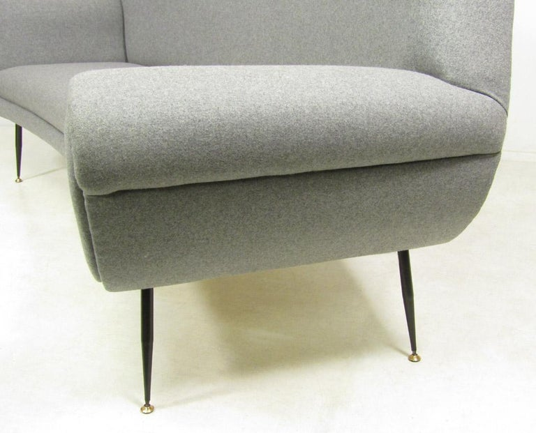 Curved 1950s Italian Sofa by Gigi Radice For Sale 1