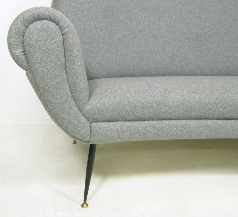 Curved 1950s Italian Sofa by Gigi Radice For Sale 2