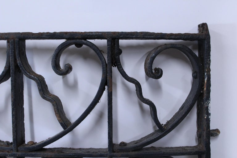 Curved Antique Victorian Iron Gate In Fair Condition For Sale In Geneva, IL