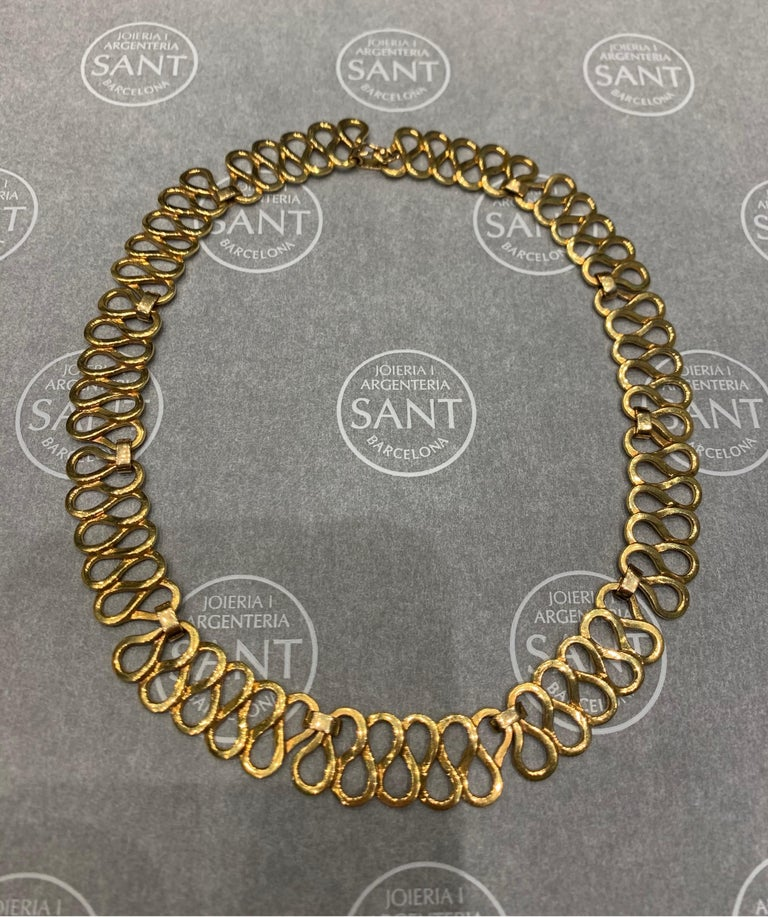 Curves Yellow Gold Necklace For Sale 2