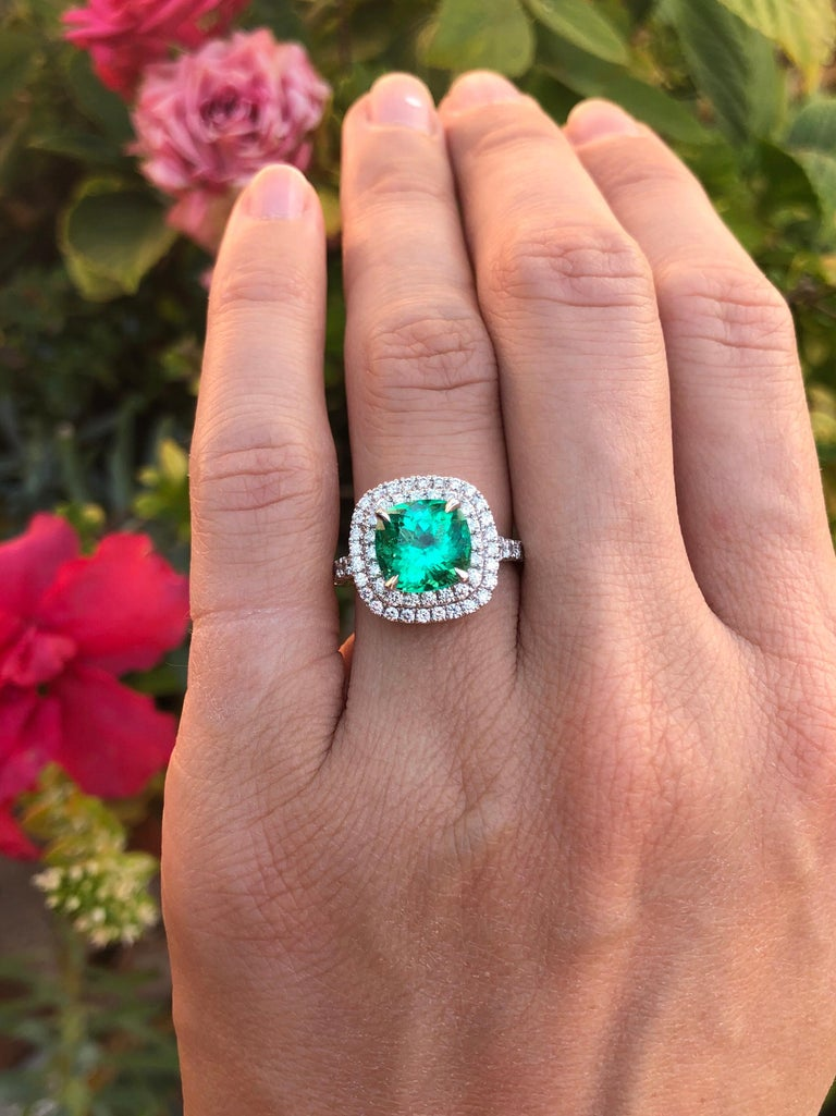 Colombian Emerald Ring Cushion Cut 2.82 Carats For Sale 7