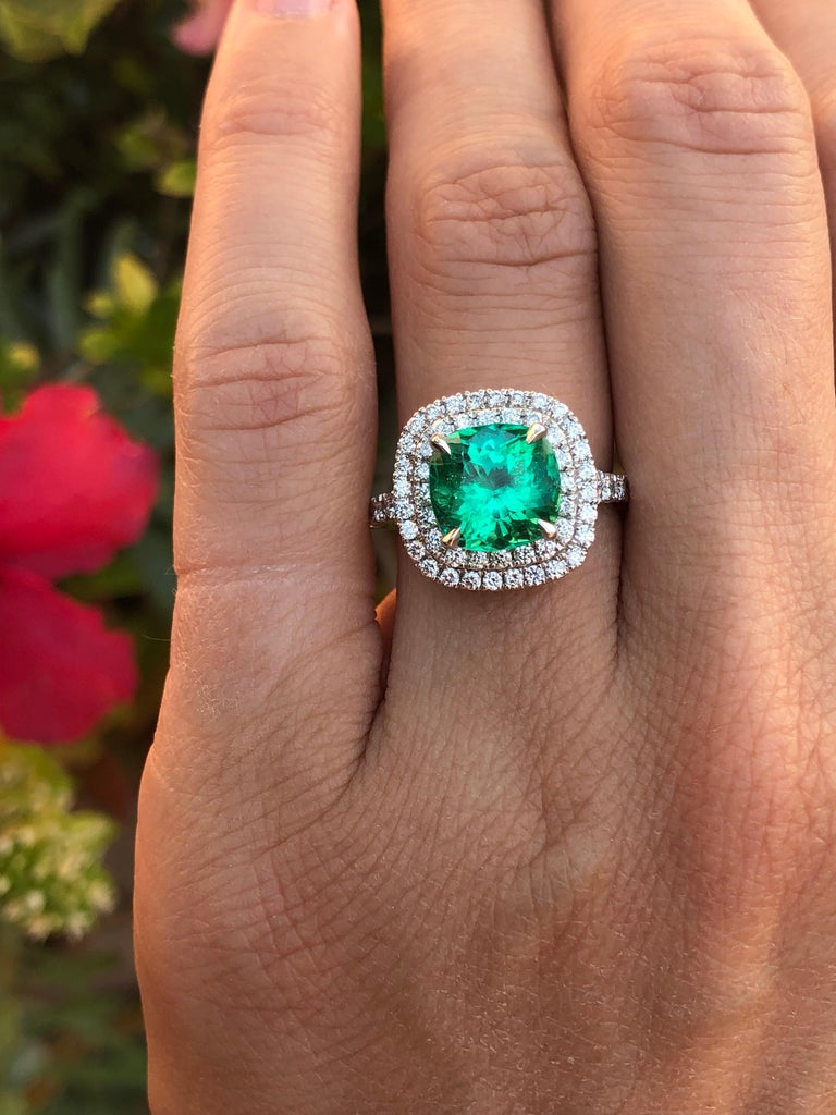 Colombian Emerald Ring Cushion Cut 2.82 Carats For Sale 8