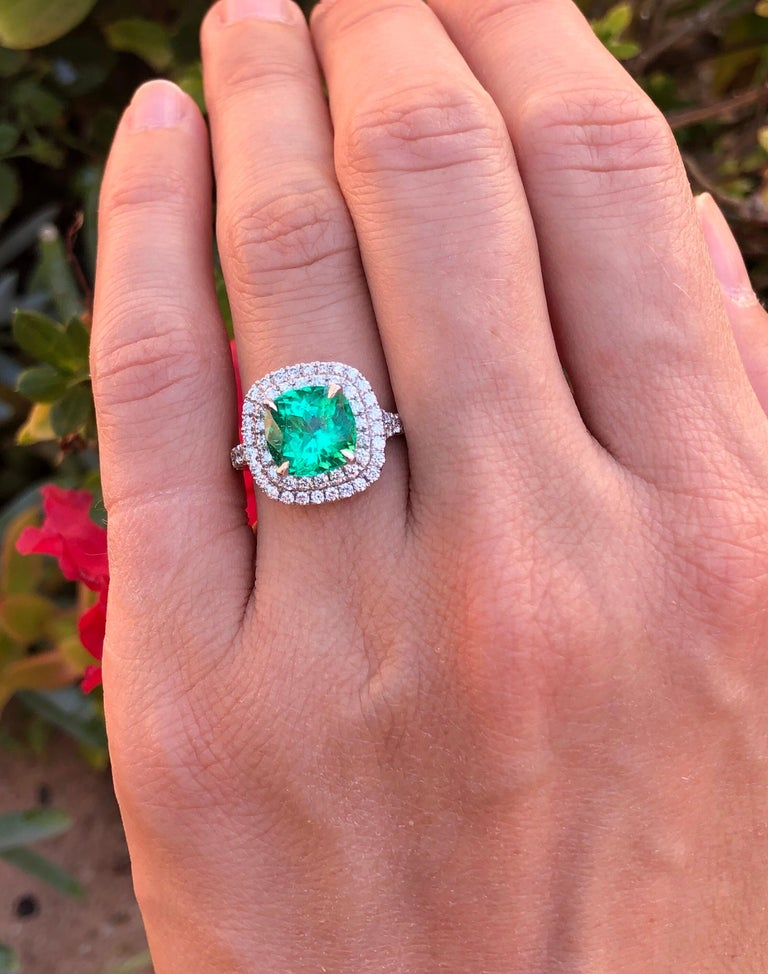 Colombian Emerald Ring Cushion Cut 2.82 Carats For Sale 1