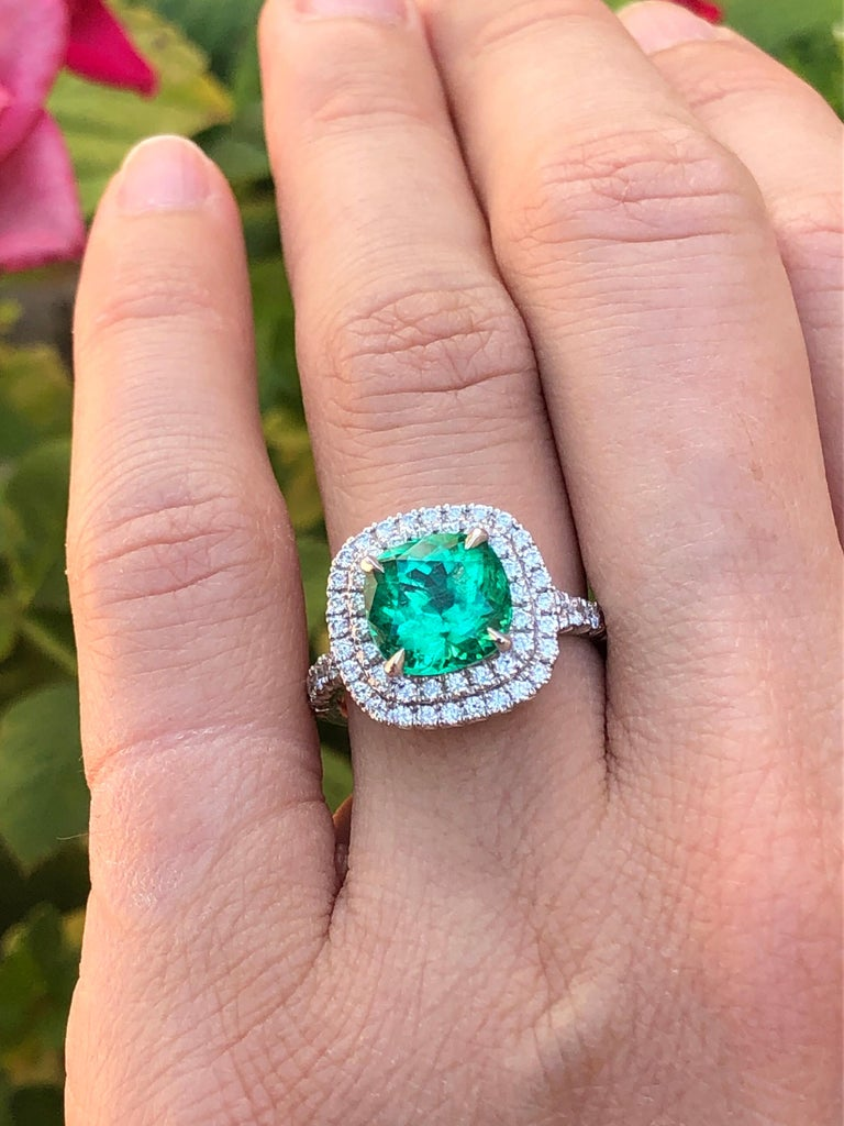 Colombian Emerald Ring Cushion Cut 2.82 Carats For Sale 2