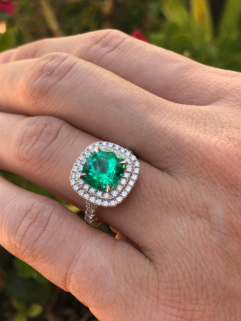 Colombian Emerald Ring Cushion Cut 2.82 Carats For Sale 3