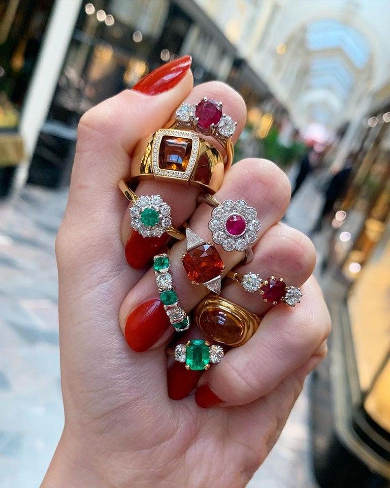 Cushion Cut Spessarite Garnet and Diamond / Dress Ring in 18 Karat Gold For Sale 2