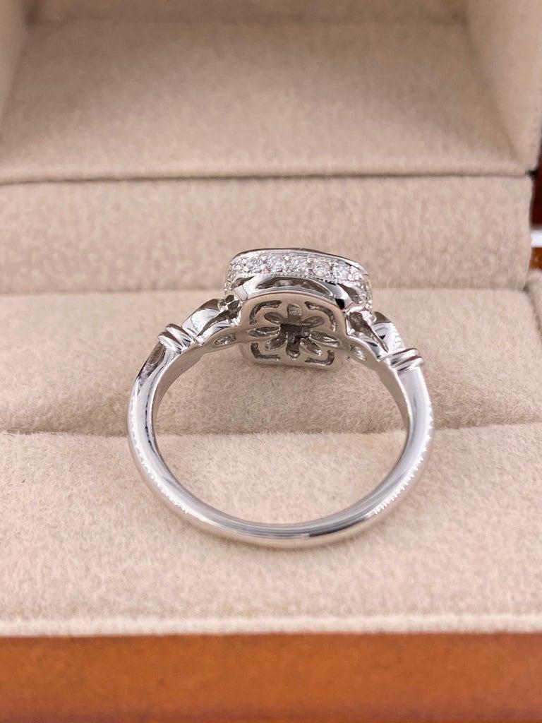 Women's or Men's Cushion Diamond Engagement Ring 1.20 Carat 18 Karat White Gold For Sale
