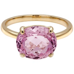 Cushion Kunzite Set in 18 Karat Yellow Gold Fashion Ring